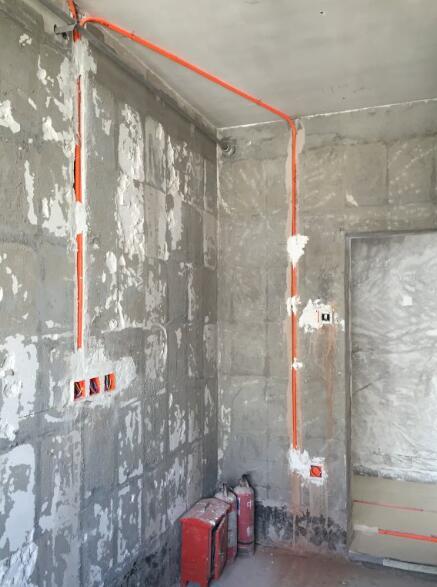 北京旧房厨房装修水电开槽横平竖直