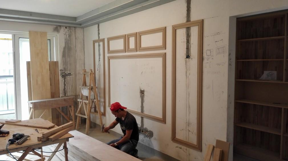 北京江水平装修队木工师傅现场做柜子