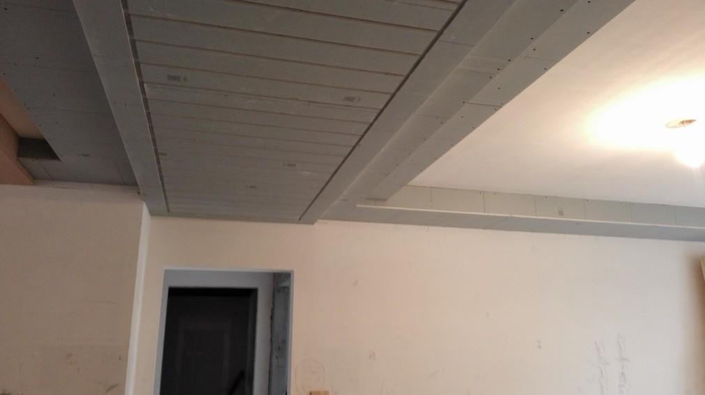 北京江水平装修队木工师傅现场做吊顶