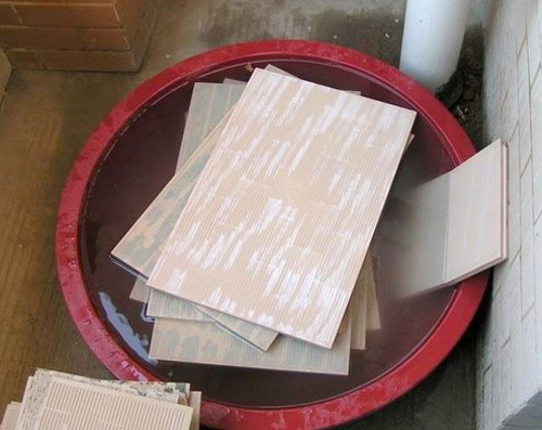 北京装修瓷砖泡水