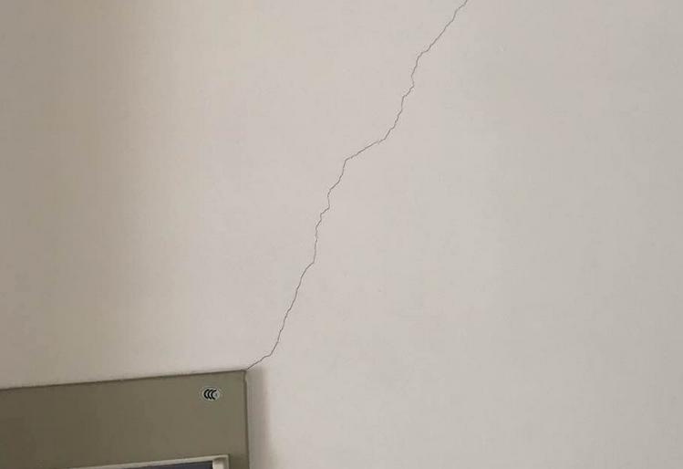 墙面起皮空鼓开裂处理